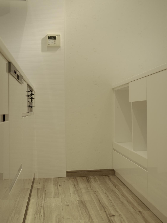 オーダーキッチンカウンター レンジ収納 炊飯器収納 造作キッチン ホワイトキッチン