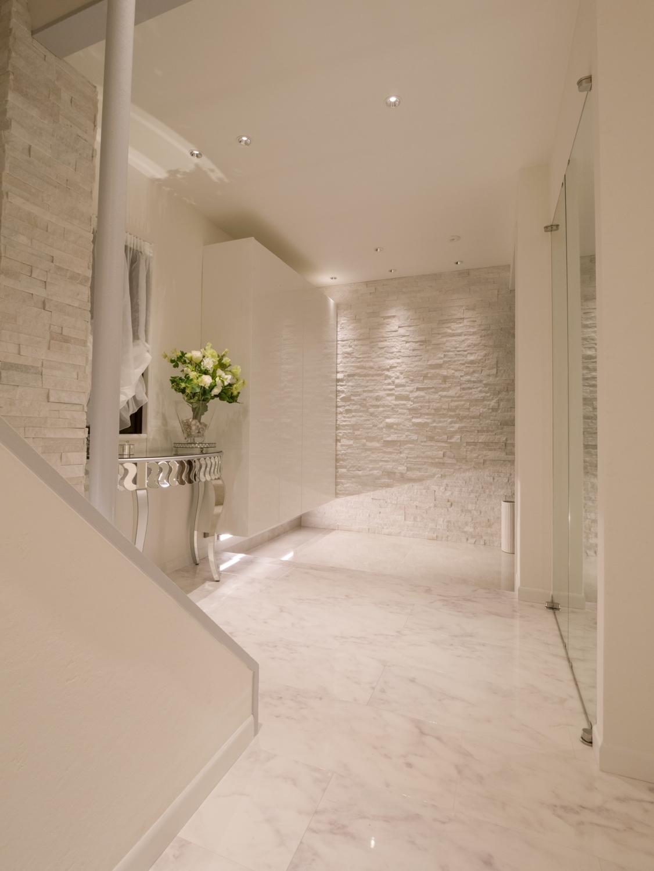 玄関リフォーム 白い玄関 ホワイト大理石