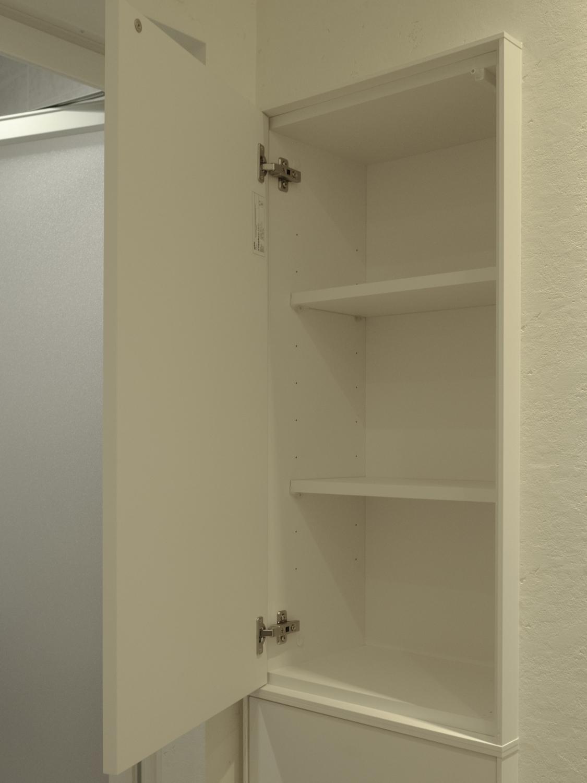 大容量の壁面埋め込み収納 白い洗面収納 洗面リフォーム収納 神戸