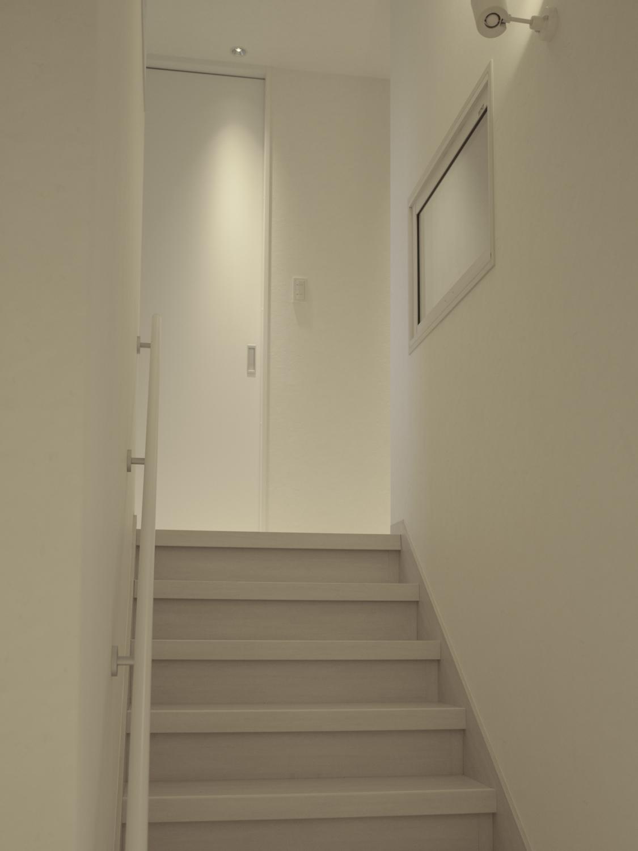 階段リフォーム シンプルモダン ホワイト