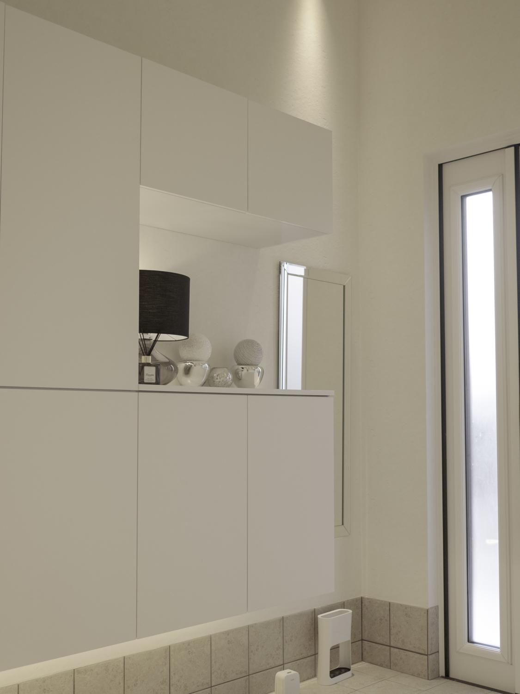 玄関リフォーム シンプルモダンな白い玄関 神戸