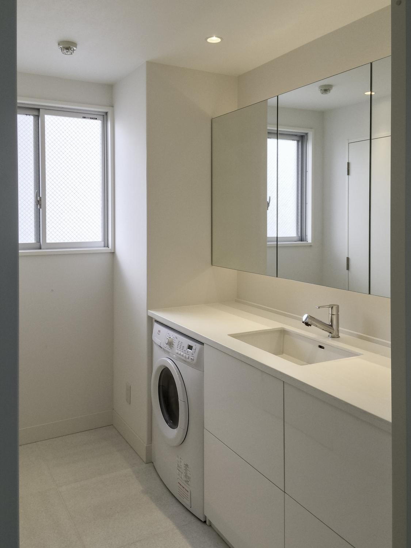 AEGミーレ洗濯機と造作洗面収納神戸
