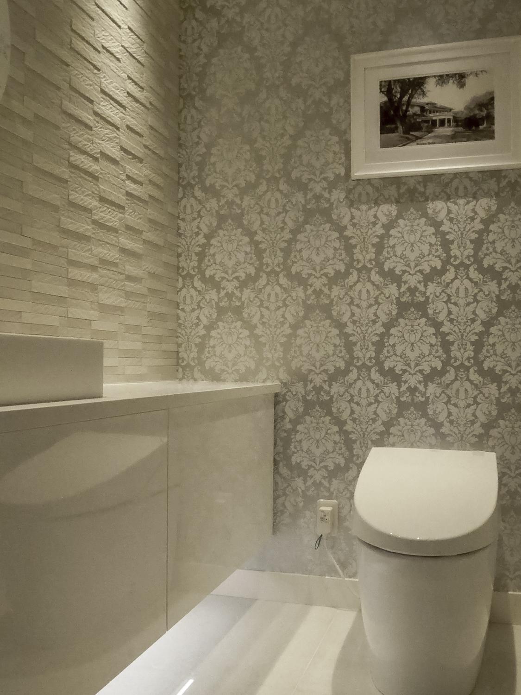 白いトイレ トイレデザインホワイト&シルバー神戸