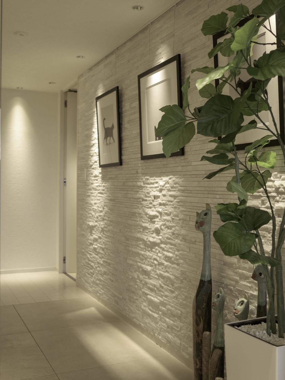 玄関ホール模様替えリフォーム白い天然大理石タイル神戸大阪
