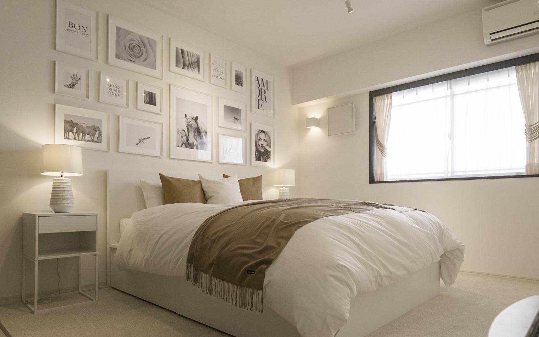海外風インテリア 主寝室 ホワイト家具 キャメル