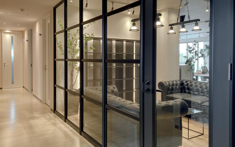 オフィスリフォーム リノベーション インテリア ガラスのパーテーション